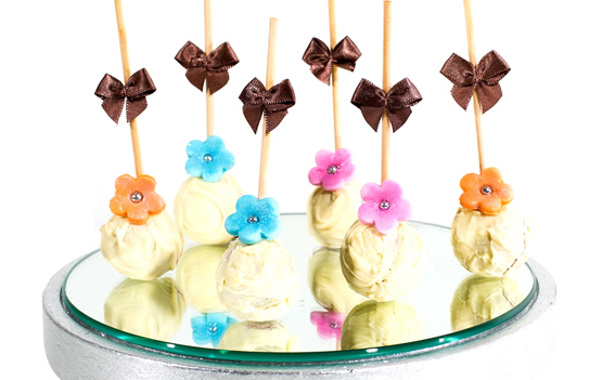 Trufa Lollipop de Amora e Avelãs